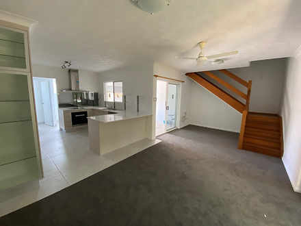 Townhouse - 2/20 Carr Stree...