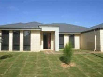 House - 5 Ingarfield Green,...