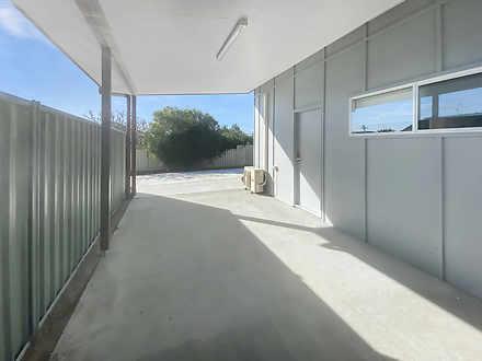 House - 1B Halyard Drive, W...