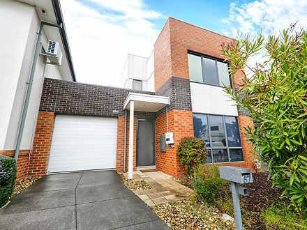 House - 67 Waverley Park Dr...