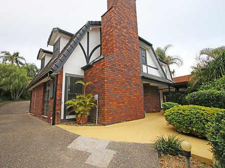 31 Carcoola Street, Benowa 4217, QLD House Photo