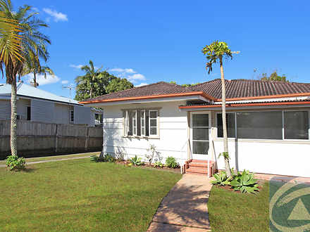 House - 4 Oxleigh Crescent,...