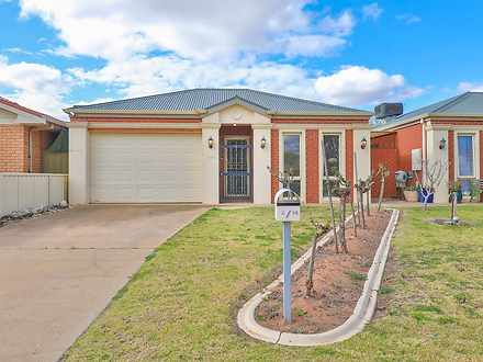 Townhouse - 2/18 Mckay Plac...