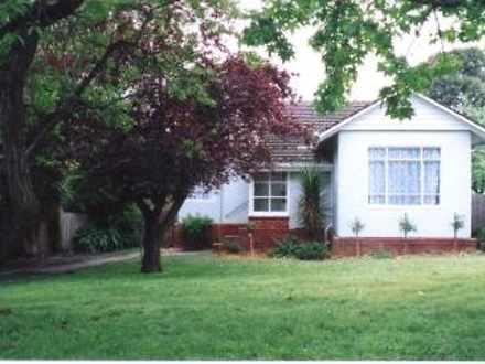 House - 8 Heather Avenue, A...