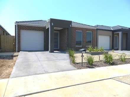24 Nantha Way, Brookfield 3338, VIC House Photo