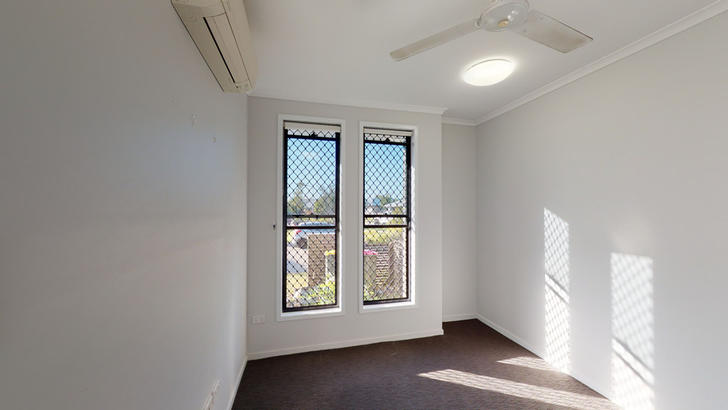 23 Masthead Avenue, Burdell 4818, QLD Duplex_semi Photo