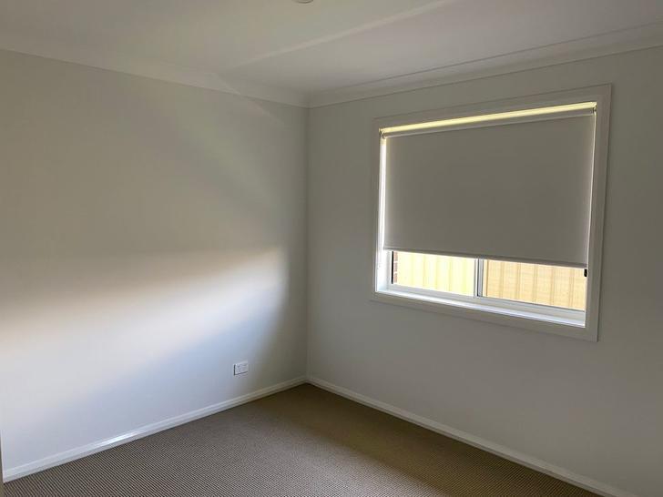 31 Mcglinchey Crescent, Thornton 2322, NSW Duplex_semi Photo