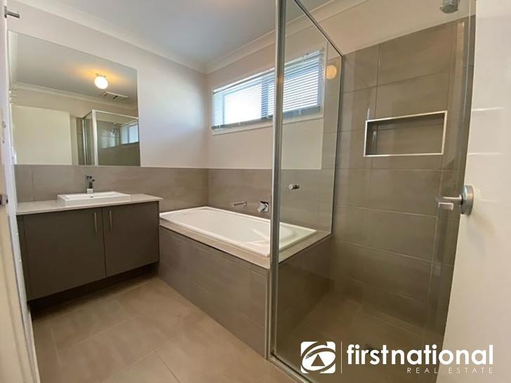 16 Hallyburton Drive, Clyde North 3978, VIC Townhouse Photo