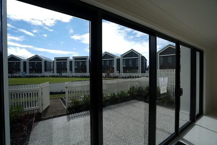 7 Lakeview Boulevarde, Mermaid Waters 4218, QLD Townhouse Photo