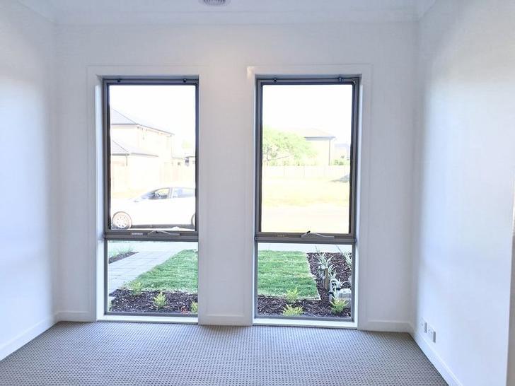 30 Cascade Terrace, Craigieburn 3064, VIC Townhouse Photo