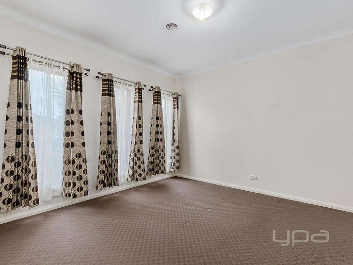 21 Wakefields Drive, Brookfield 3338, VIC House Photo