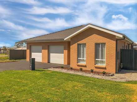 5 Morecambe Circuit, Thornton 2322, NSW Duplex_semi Photo