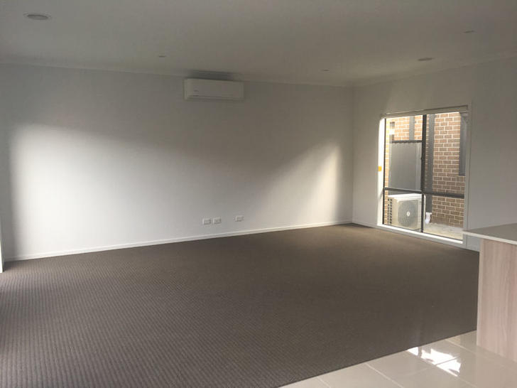 14 Grandvue Blvd, Pakenham 3810, VIC Terrace Photo