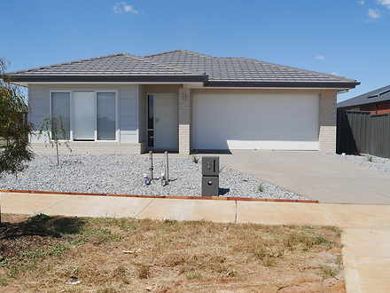 1 Carisbrook Place, Strathtulloh 3338, VIC House Photo