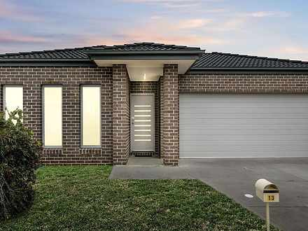 13 Burswood Circuit, Harkness 3337, VIC House Photo