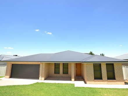 10 Pinnacle Place, Estella 2650, NSW House Photo