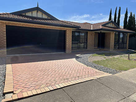 8 Mccabe Drive, Epping 3076, VIC House Photo