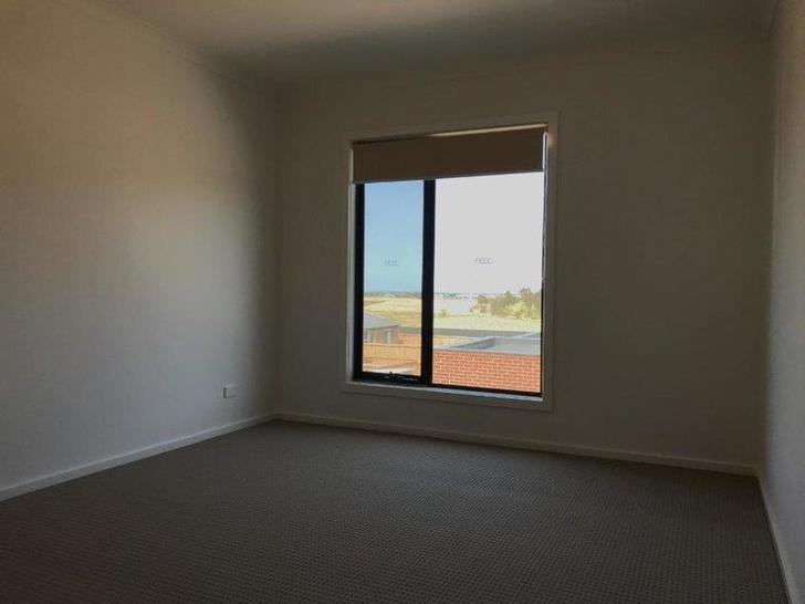 18 Loca Circuit, Epping 3076, VIC Townhouse Photo