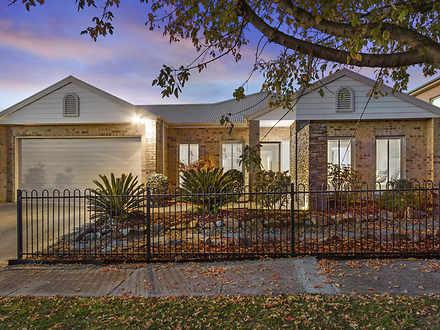 10 Cedarwood Crescent, Berwick 3806, VIC House Photo