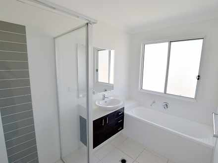 F3ab2c30f765192c76a5c830 20579 11dampier bathroom22large 1610929997 thumbnail