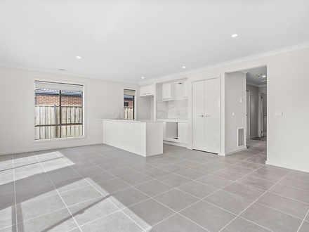 34 Finlay Avenue, Melton West 3337, VIC House Photo