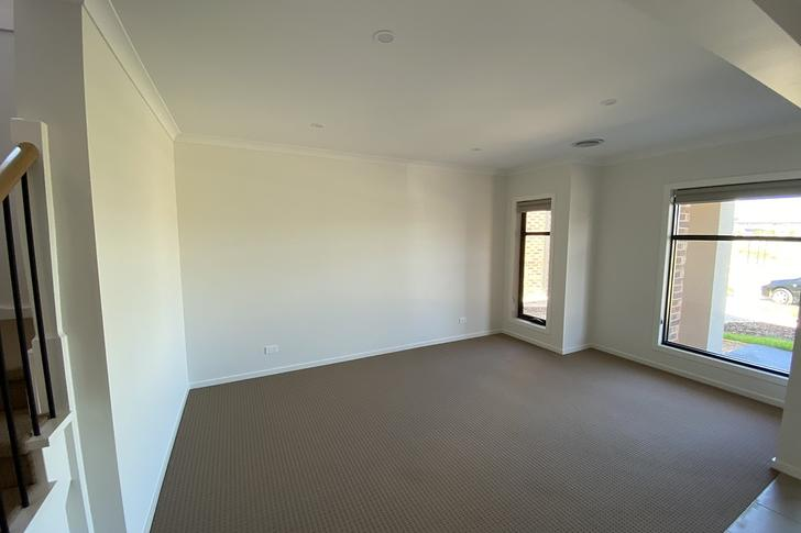 10 Yongala Drive, Point Cook 3030, VIC House Photo