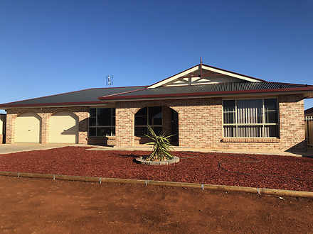 8 Cedar Crescent, Parkes 2870, NSW House Photo