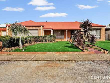 31 Cahill Drive, Brookfield 3338, VIC House Photo