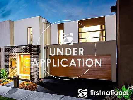 9 Fleuve Rise, Clyde North 3978, VIC Townhouse Photo