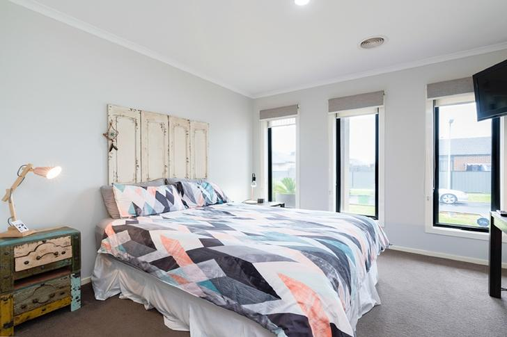 8 Fleuve Rise, Clyde North 3978, VIC House Photo