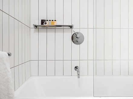 E43e3fc4f5fd4980446327dd uploads 2f1618294200917 owp6rqpcxoc f304c601b8731000147e4b1309477772 2faxel apartments   the bonfield   glen iris   bathroom shared with bath 1618294951 thumbnail