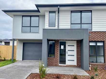 18 Malbec Place, Clyde North 3978, VIC Townhouse Photo