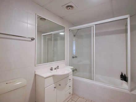 2f2dbe2163543dd576bd6f48 21651 bathroom 1619593935 thumbnail