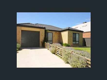 17 Maclarens Close, Manor Lakes 3024, VIC House Photo