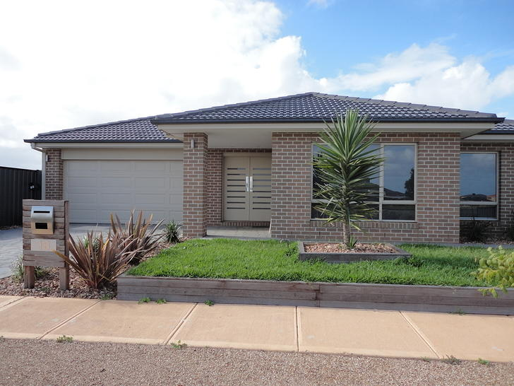 18 Pearce Circuit, Point Cook 3030, VIC House Photo