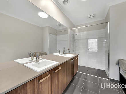 63 Snapshot Drive, Coburg North 3058, VIC Townhouse Photo