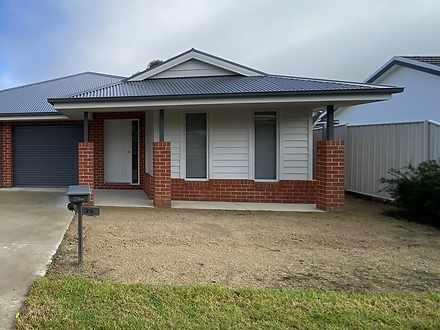 29 Kurrajong Crescent, West Albury 2640, NSW Townhouse Photo