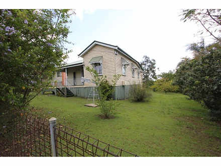 4 Dudleigh Street, Booval 4304, QLD House Photo