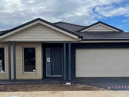 4 Cassinia Court, Canadian 3350, VIC House Photo
