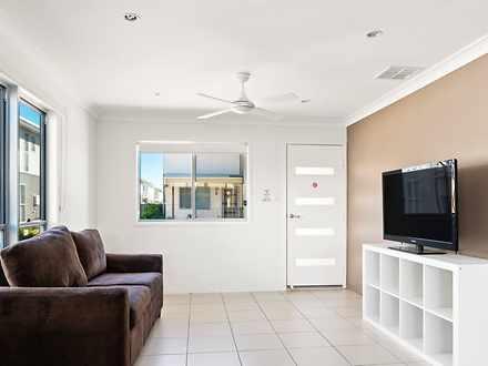 1/37-39 Daisy Street, Miles 4415, QLD Townhouse Photo