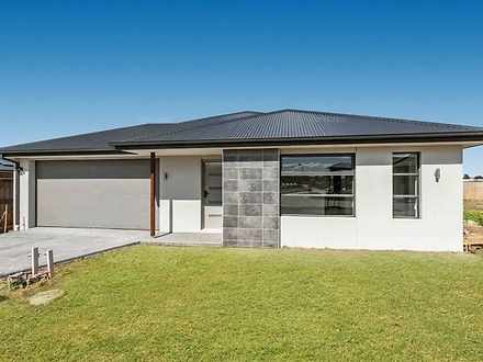 2 Swallowtail Avenue, Clyde North 3978, VIC House Photo