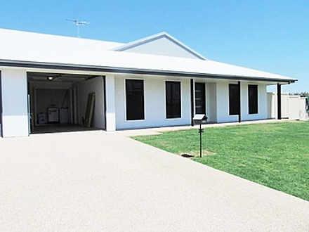 2/54 Lakeside Drive, Emerald 4720, QLD Unit Photo