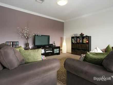 27 Woiwurung Crescent, Coburg 3058, VIC Townhouse Photo