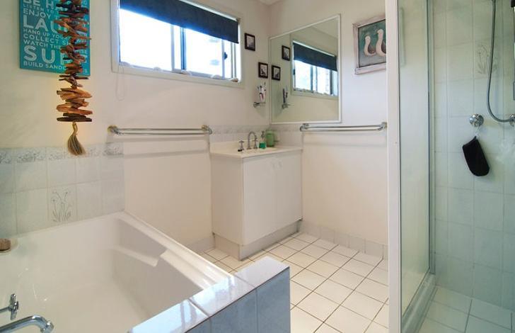Bathroom 1473220564 primary