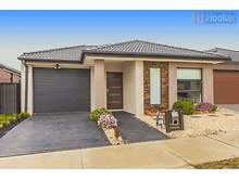 House - 22 Viewside Crescent, Craigieburn 3064, VIC
