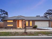 House - 4 Stockwell Street, Melton South 3338, VIC