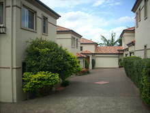 Townhouse - Highview Terrace, St Lucia 4067, QLD