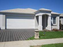 House - 6 Howard Place, Deer Park 3023, VIC