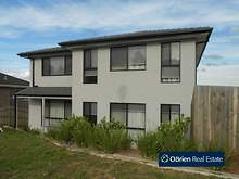 House - 1/35 Portchester Boulevard, Beaconsfield 3807, VIC