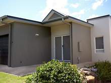 Townhouse - 9 Sauvignon Parade, Upper Coomera 4209, QLD